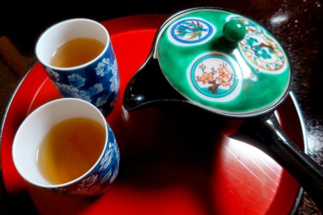 石川県の九谷焼の特徴や魅力と人間国宝について